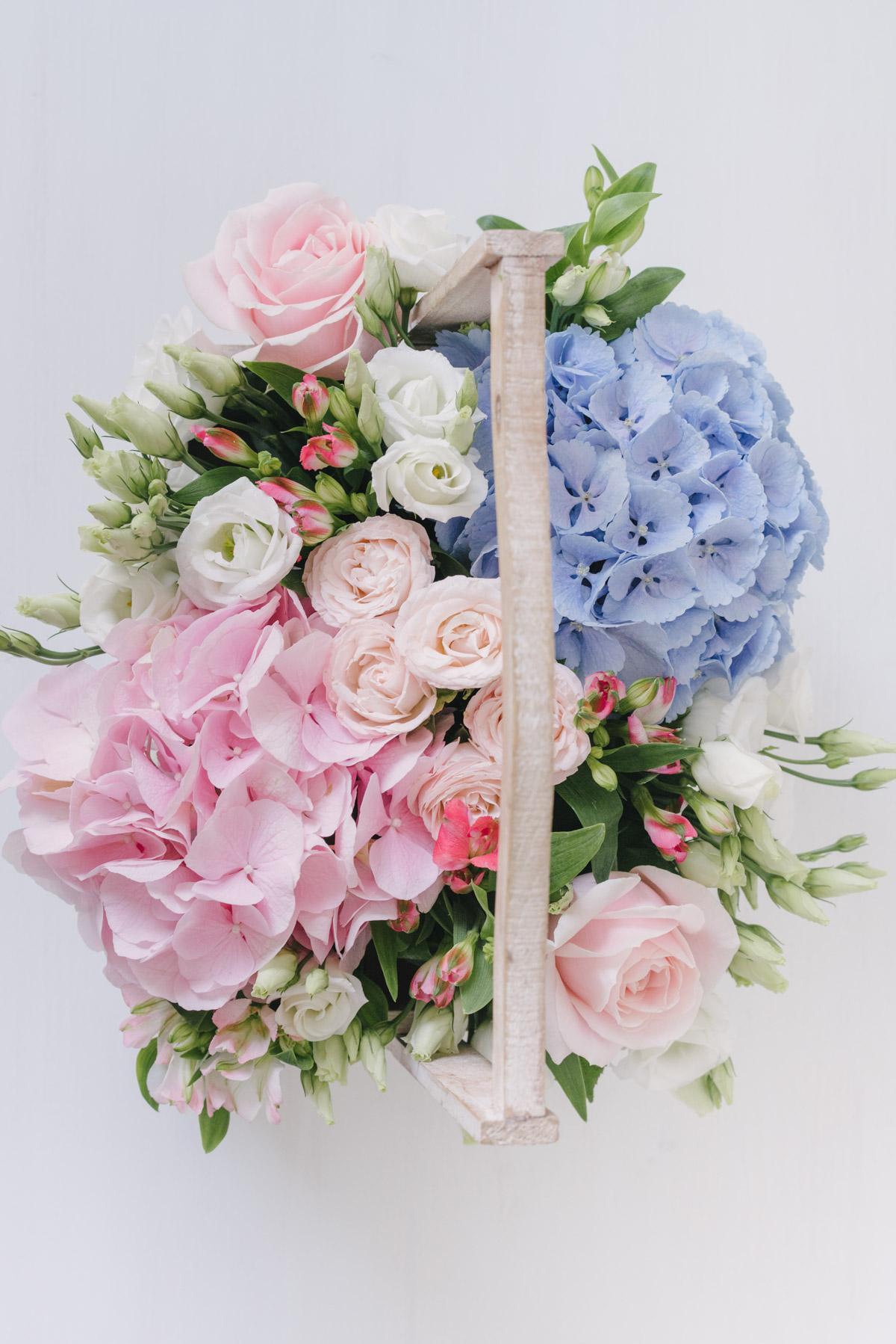 Cos Din Lemn Cu Flori Naturale