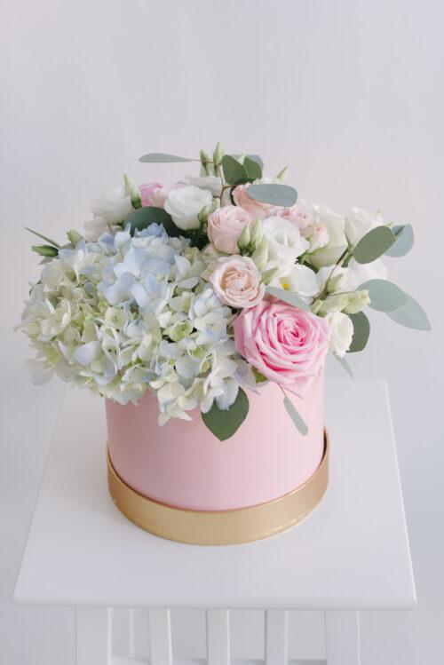 Aranjament Cu Flori Mixte In Cutie Rotunda
