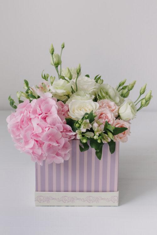 Aranjament Floral Cutie Cu Flori Mixte