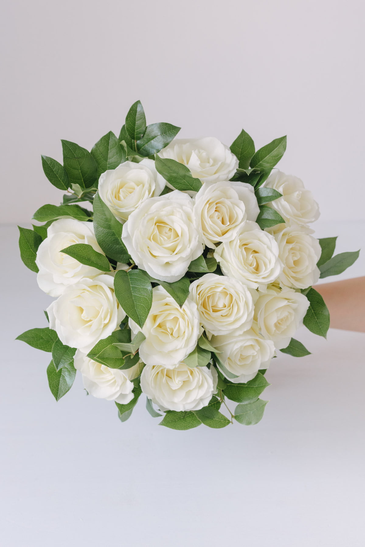 Buchet Cu Trandafiri Albi Avalanche