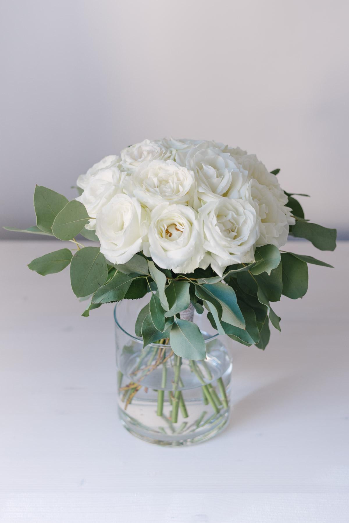 Buchet Din 15 Trandafiri Albi