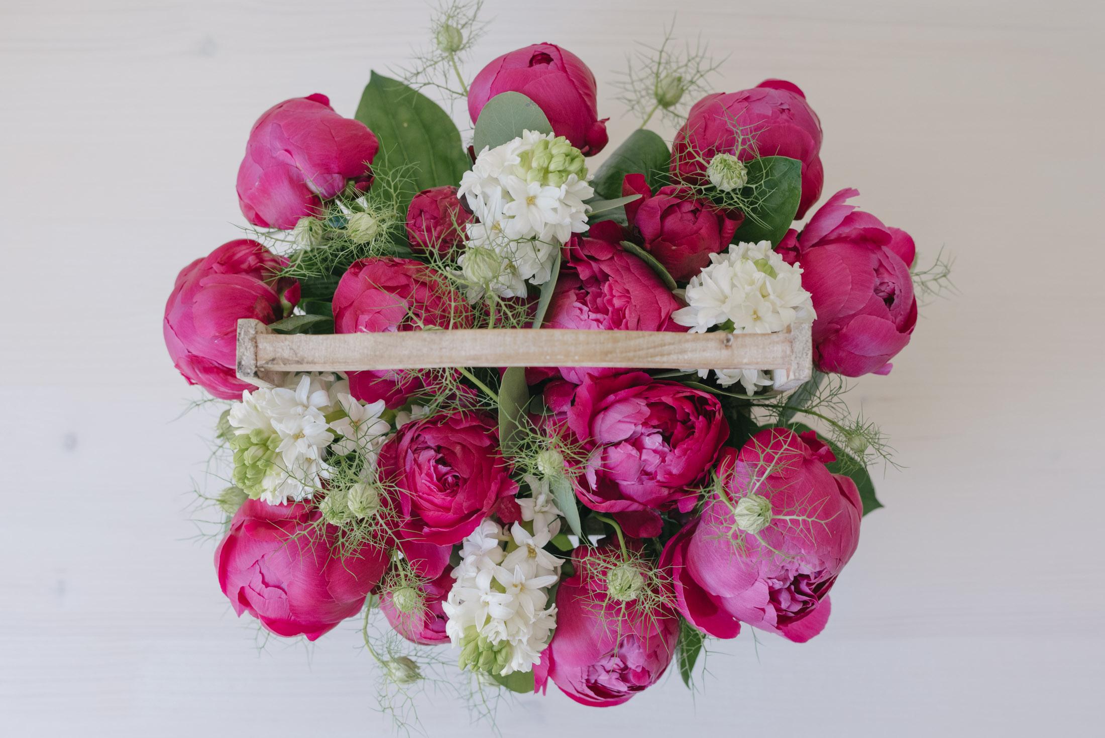 Cos De Flori Cu Bujori Magenta