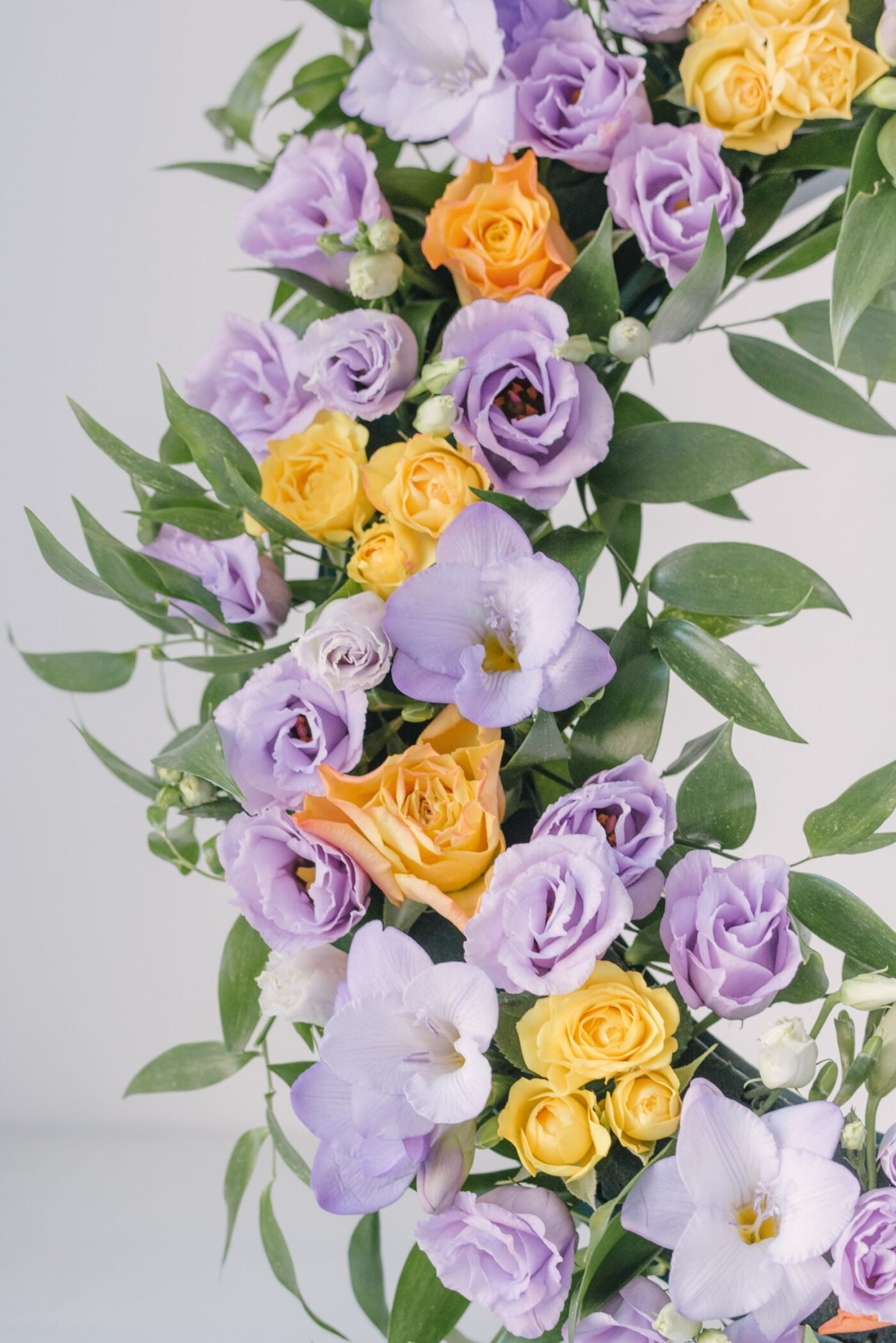 Coroana Funerara Din Flori Colorate