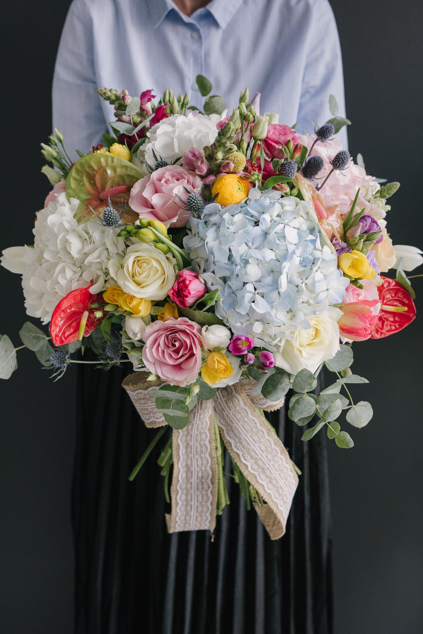 Buchet Urias Cu Flori Colorate-1