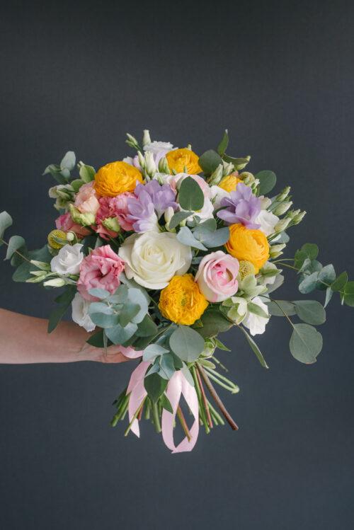 Buchet Cu Ranunculus, Trandafiri, Frezii