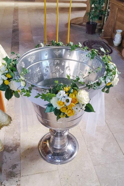 Ghirlanda Cristelnita Pentru Botez Cu Flori Galbene Si Albe