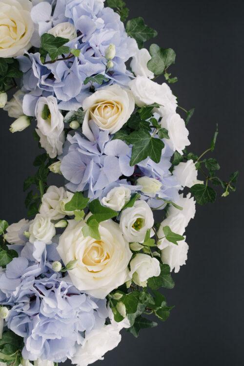 Coroana Funerara Cu Hortensii Albastre Si Iedera