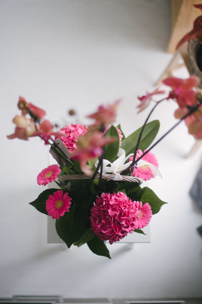 Aranjament Floral Cu Hortensii Si Orhidee