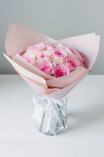 Buchet 19 Trandafiri Roz Ambalaj Hartie