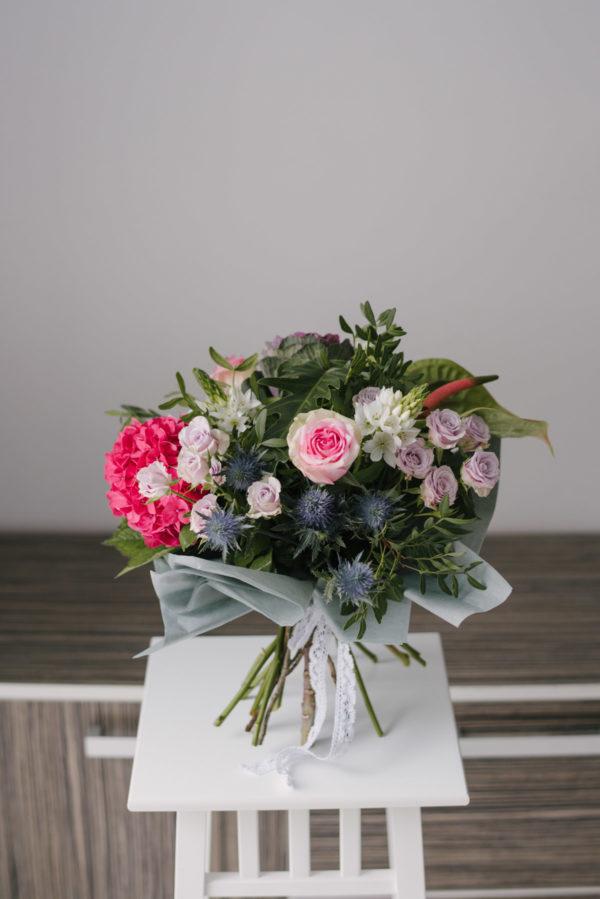 Buchet Cu Hortensie Eryngium Trandafiri