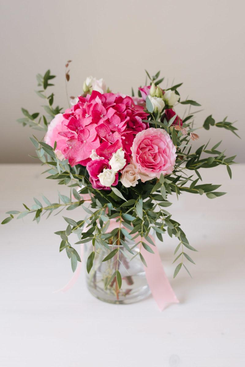 Buchet De Flori Roz Cu Hortensie Si Trandafiri