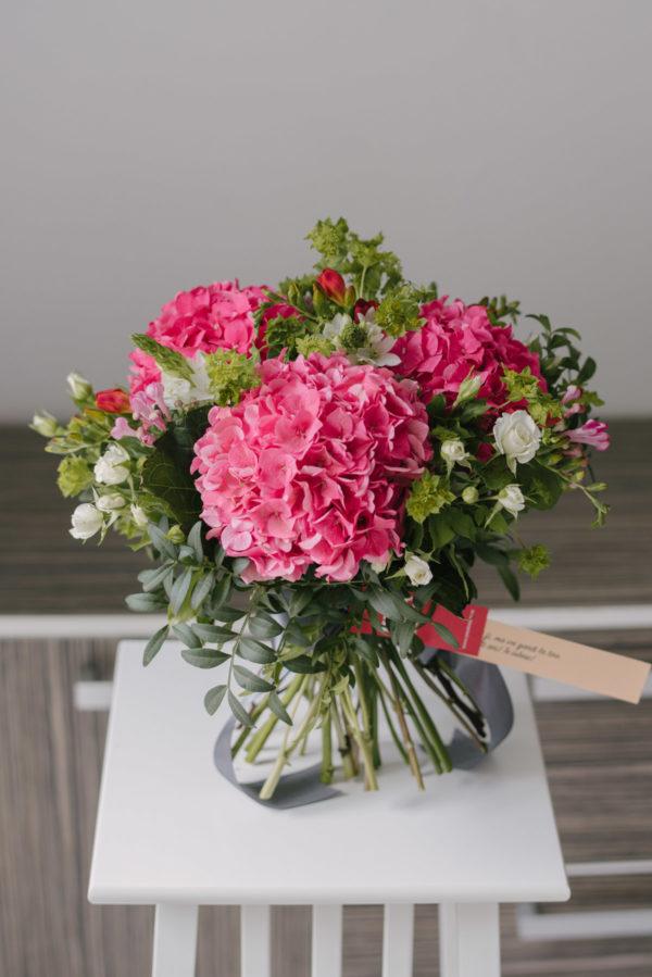 Buchet Mare Din Hortensii Si Alte Flori