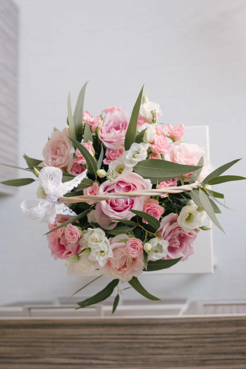 Cos Cu Trandafiri Deschisi